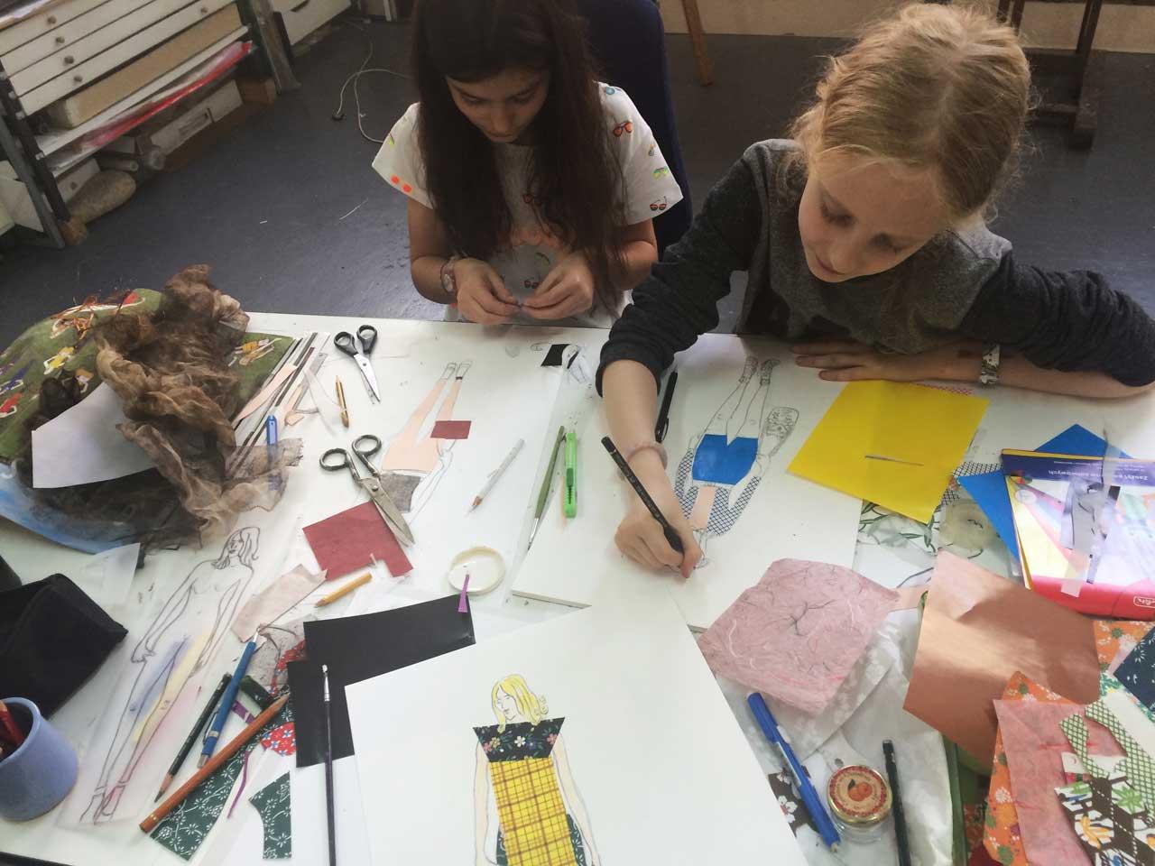Cours de dessin et peinture pour des adolescents/enfants - Atelier de Mode