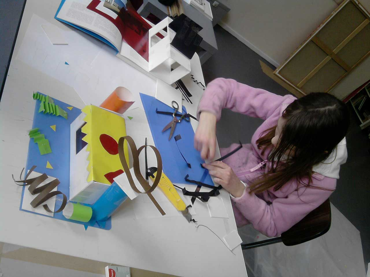 Cours d'art plastique pour Adolescents et Enfants - Réalisation de la maquette